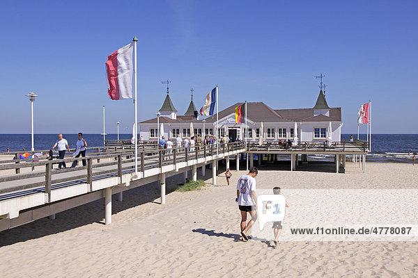 Seebrücke von Ahlbeck  Insel Usedom  Ostsee  Mecklenburg-Vorpommern  Deutschland  Europa