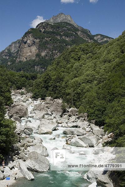 Fluss Verzasca  Tessin  Schweiz  Europa