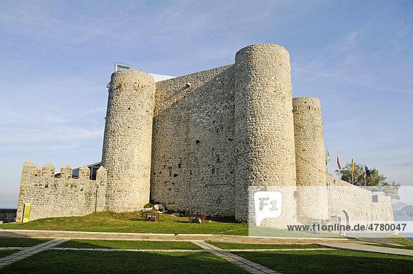 Santa Ana  Festung  Leuchtturm  Castro Urdiales  Golf von Biskaya  Cantabria  Kantabrien  Spanien  Europa