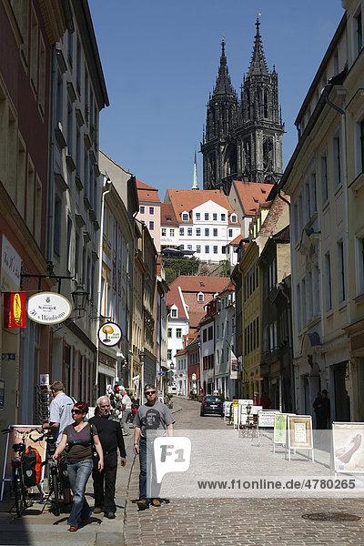 Burgstraße mit Blick auf Dom und Albrechtsburg  Meißen  Sachsen  Deutschland  Europa