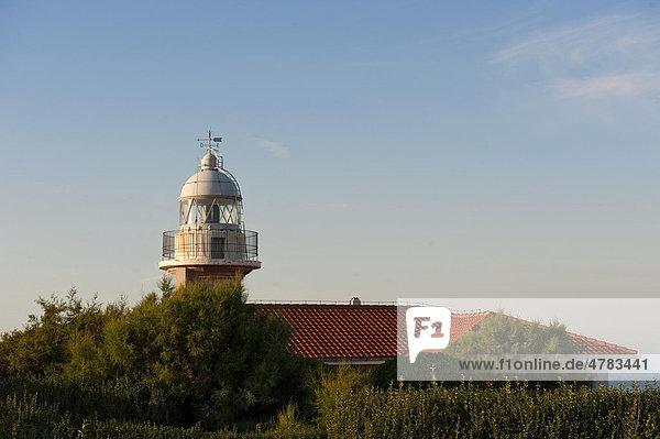 Leuchtturm in Suances an der Grünen Küste  Costa Verde  Kantabrien  Nordspanien  Spanien  Europa