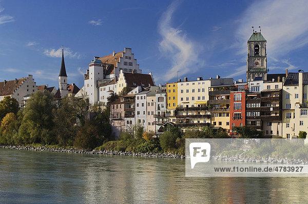 Stadtansicht mit Burg und Pfarrkirche St. Jakob  Wasserburg am Inn  Oberbayern  Deutschland  Europa