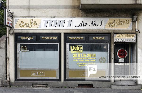 Aufgegebener Kiosk in einem Abrisshaus  Bruckhausen  Duisburg  Nordrhein-Westfalen  Deutschland  Europa Aufgegebener Kiosk in einem Abrisshaus, Bruckhausen, Duisburg, Nordrhein-Westfalen, Deutschland, Europa