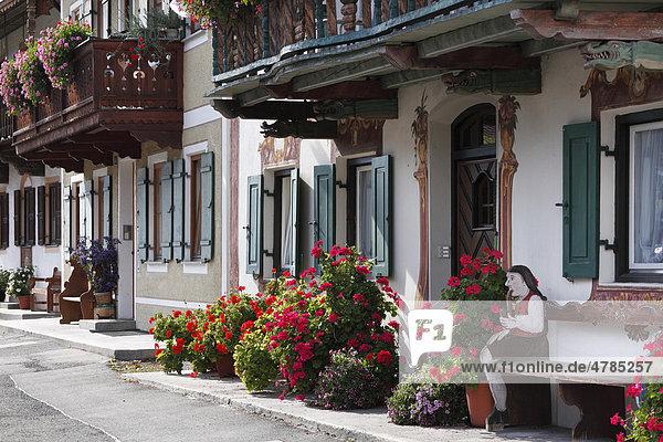 Häuserzeile in Sonnenstraße  Ortsteil Garmisch  Garmisch-Partenkirchen  Werdenfelser Land  Oberbayern  Bayern  Deutschland  Europa