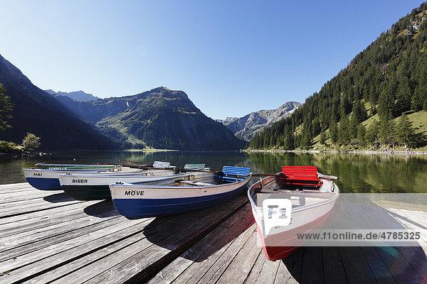 Rowing boats on Lake Vilsalpsee at Tannheim  Vilsalpseeberge mountains  Tannheimer Tal high valley  Tyrol  Austria  Europe
