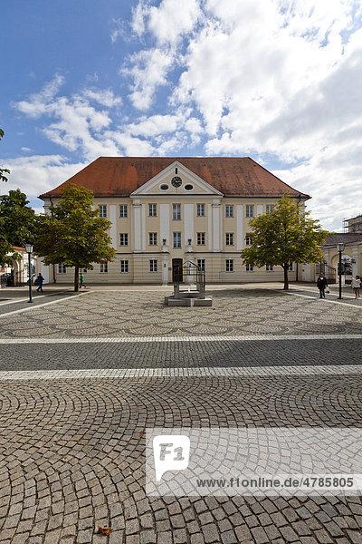 Dossenbergerhaus  ehemalige Vorderöstereichische Kaserne  Frauenplatz  Günzburg  Donauried  Schwaben  Bayern  Deutschland  Europa