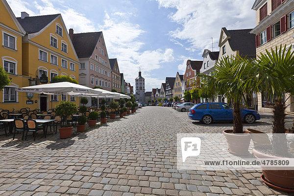 Marktplatz  hinten das Untere Tor  Günzburg  Donauried  Schwaben  Bayern  Deutschland  Europa