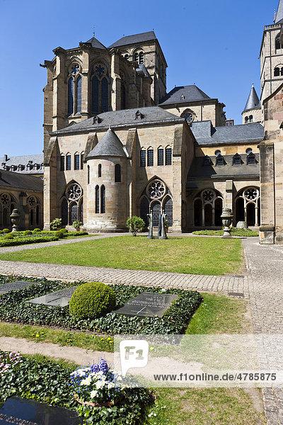 Liebfrauenkirche und Dom zu Trier  Trier  Rheinland-Pfalz  Deutschland  Europa