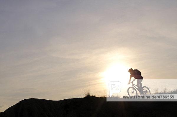 Mountainbiker im Devrent-Tal  Göreme-Tal  Kappadokien  Türkei  Vorderasien