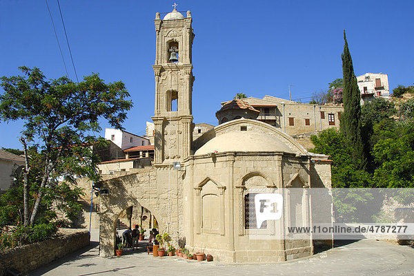 Griechisch-orthodoxe Kirche  Dorfplatz  Dorf Tochni  Südzypern  Republik Zypern  Mittelmeer  Europa