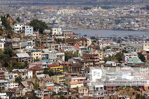 Typischer Stadtteil der Hauptstadt Antananarivo oder Tana  früher auch Tananarive  Madagaskar  Afrika