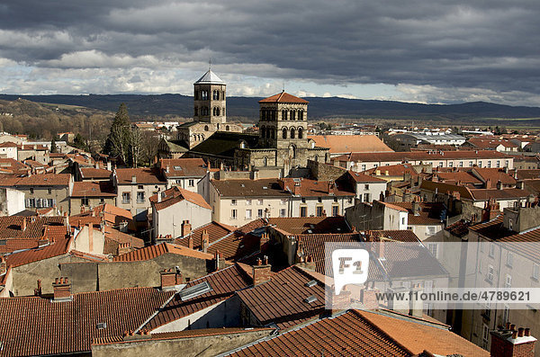 The abbey church of Saint Austremoine in Issoire  one of the five major Romanesque churches in Auvergne  France  Europe