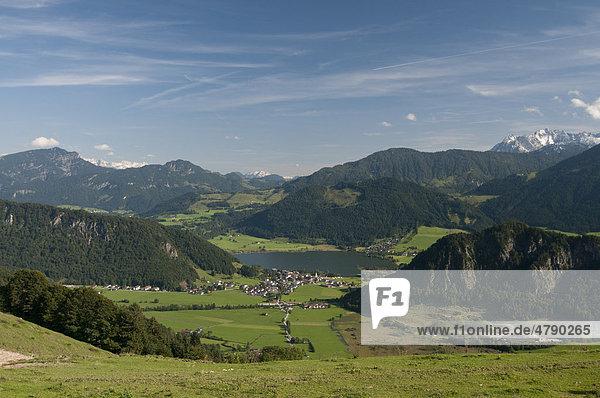 Der Walchsee von der Hitscheralm aus  Walchsee  Kufstein  Österreich  Europa