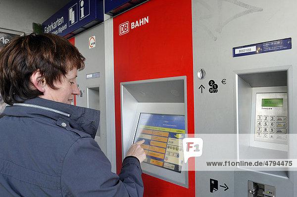 Fahrkartenautomat Deutsche Bahn  Stuttgart  Baden-Württemberg  Deutschland  Europa