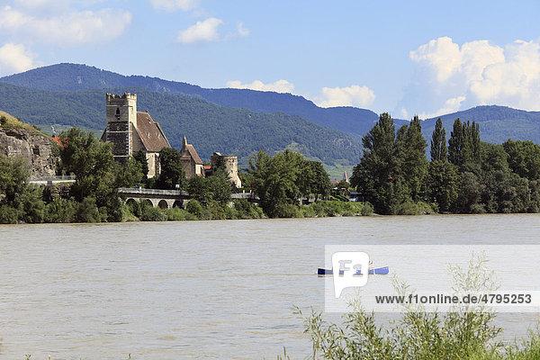 Fortified church of St. Michael  overlooking the Danube  Wachau  Waldviertel quarter  Lower Austria  Austria  Europe