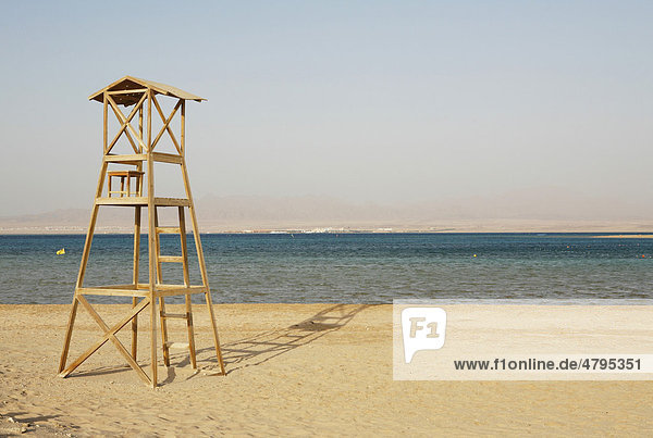 Rettungsschwimmer-Turm  leer  Morgenlicht  Soma Bay  Rotes Meer  Ägypten  Afrika