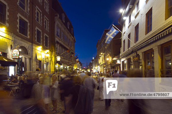 Hafenviertel bei Nacht  MontrÈal  Quebec  Kanada