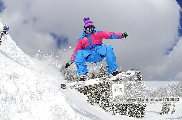 Snowboarder  Reit im Winkl  Chiemgau  Bayern  Deutschland  Europa