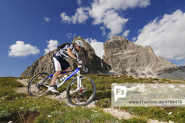 Mountain bike pro Roland Stauder in front of the Drei Zinnen peaks  Alta Pusteria  Dolomites  South Tyrol  Italy  Europe