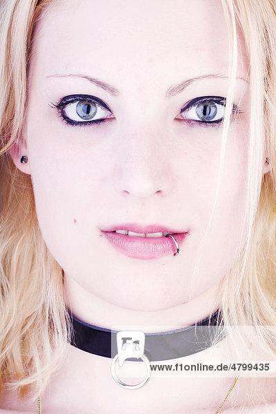 Frau  Gothic  blond  gepiercte Lippe mund Frau, Gothic, blond, gepiercte Lippe,mund