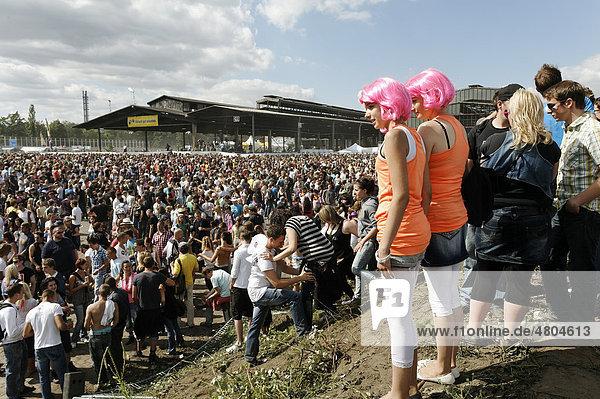 Crowds at the Loveparade 2010  Duisburg  North Rhine-Westfalia  Germany  Europe