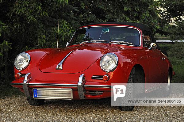 Oldtimer  Porsche 356 SC Carbriolet  Baujahr 1964-65  70 KW  95 PS
