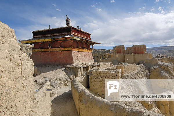 Fortress and former residence in the dry Tsaparang Sutlej river canyon  Himalayas  Kingdom of Guge  Western Tibet  Ngari Province  Tibet  China  Asia