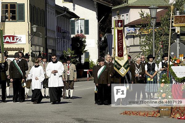 Katholische Fronleichnamsprozession  Prien  Chiemgau  Oberbayern  Deutschland  Europa