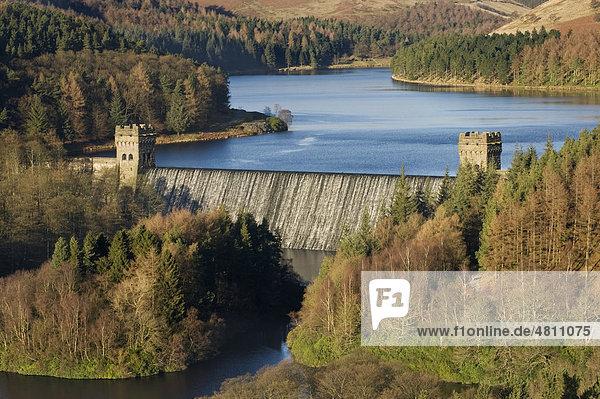Howden Dam und Reservoir  Staudamm und Stausee  Upper Derwent Valley  Peak District Nationalpark  Derbyshire  England  Großbritannien  Europa