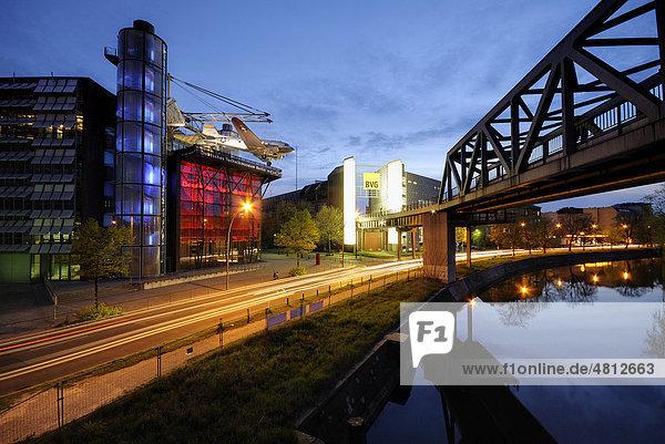 Deutsches Technikmuseum Berlin  früher Museum für Verkehr und Technik  U-Bahn Brücke über den Landwehrkanal  Tempelhofer Ufer  Kreuzberg  Berlin  Deutschland  Europa