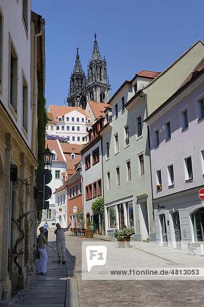 Blick von der Burgstraße zum Dom in Meißen  Sachsen  Deutschland  Europa