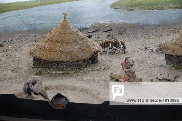 Modell Eisengewinnung  Klosterruinen Clonmacnoise am Shannon  Mittelirland  Irland  Europa