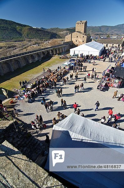 Aínsa-Sobrarbe is a municipality located in the province of Huesca  Aragon  Spain Every year  the first february sunday  since 11th century  this medieval village celebrates a traditional livestock and food market called ´Ferieta de Ainsa´ 2011 edition