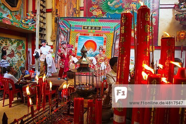 Temple of the Dragon Leng Nuey Yi A play to make an offering Chinatown Bangkok  Thailand  Southeast Asia  Asia