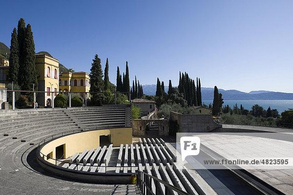Freilichttheater auf dem Gelände Vittoriale degli Italiani  Siegerdenkmal der Italiener  Anwesen des italienischen Dichters Gabriele D'Annunzio  Gardone Riviera  Gardasee  Italien  Europa