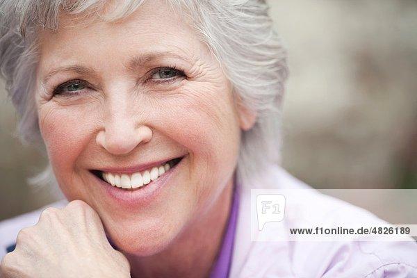 Italien  Südtirol  Reife Frau lächelnd  Portrait