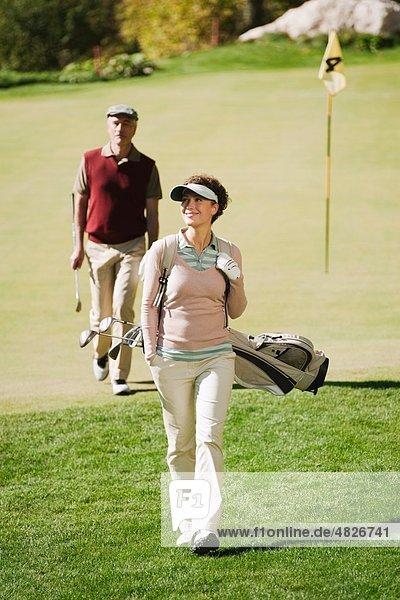 Italien  Kastelruth  Golfer auf dem Golfplatz