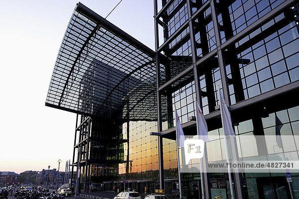 Berliner Hauptbahnhof  Nordeingang  Berlin  Deutschland  Europa