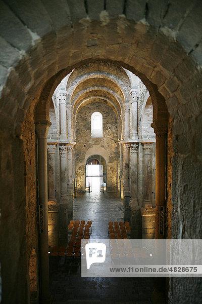 Kirche  Kathedrale  Kloster Monestir de Sant Pere de Rodes  Katalonien  Spanien  Europa