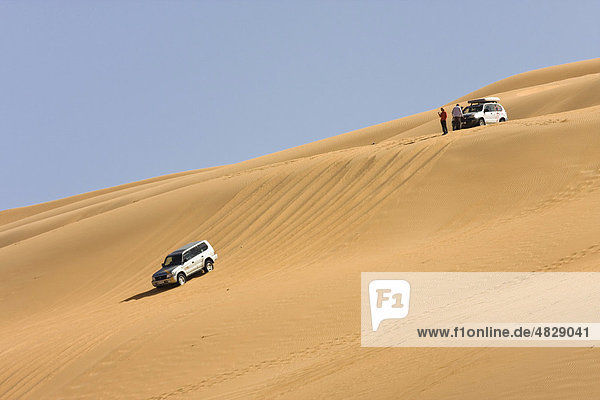 Jeeps in der Sandwüste  Libyen  Sahara  Um el Ma  Nordafrika  Afrika Jeeps in der Sandwüste, Libyen, Sahara, Um el Ma, Nordafrika, Afrika