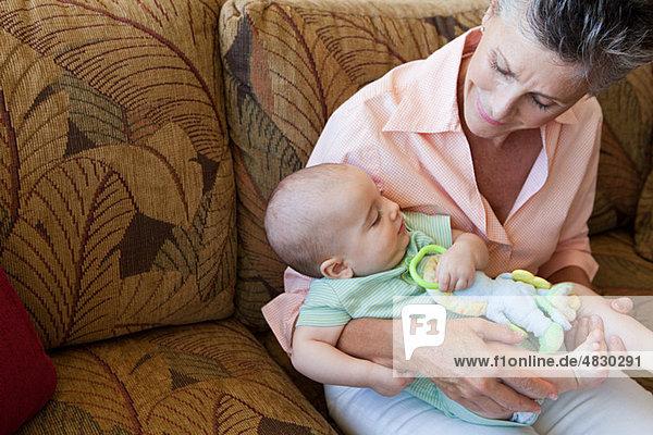 Senior Senioren Frau Enkelsohn Baby