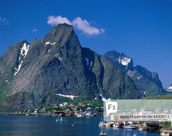 Europa Berg Urlaub Reise Norwegen Insel Sehenswürdigkeit Lofoten Reine Skandinavien Tourismus