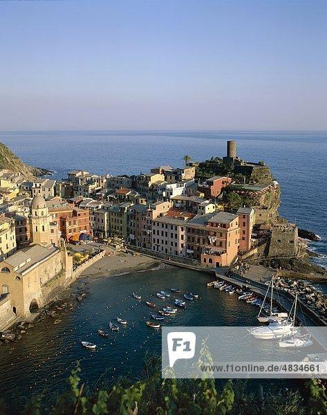 Cinqueterre  Küsten-  Holiday  Italien  Europa  Landmark  Ligurien  Tourismus  Reisen  Urlaub  Vernazza  Ansicht  Dorf