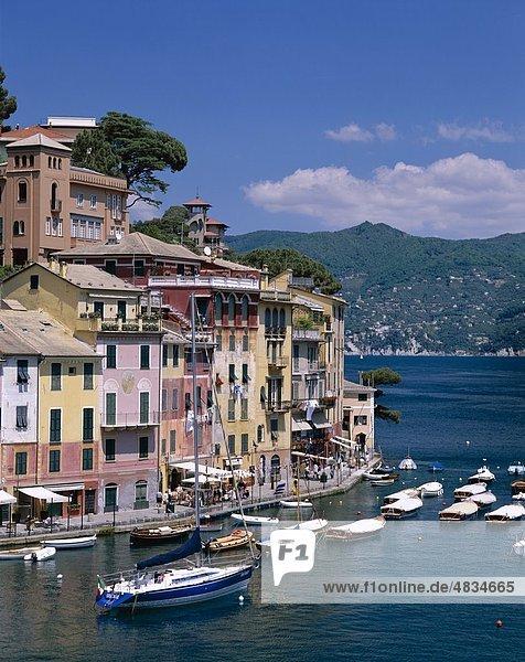 Küsten-  Yachten Hafen  Urlaub  Italien  Europa  Landmark  Ligurien  Portofino  Tourismus  Reisen  Urlaub  Ansicht  Dorf