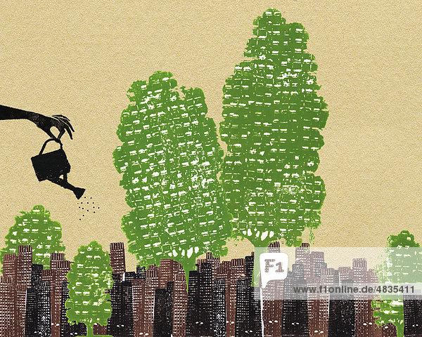 Hand bewässert Bäume in städtischer Umgebung