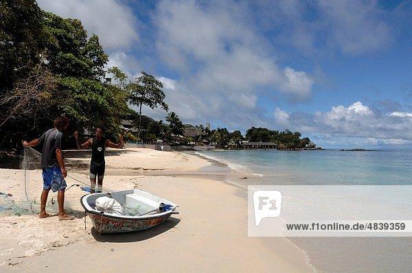 Fisch  Pisces  Liebe  nehmen  Strand  Boot  Netz  Fischer  2  Indischer Ozean  Indik  Seychellen