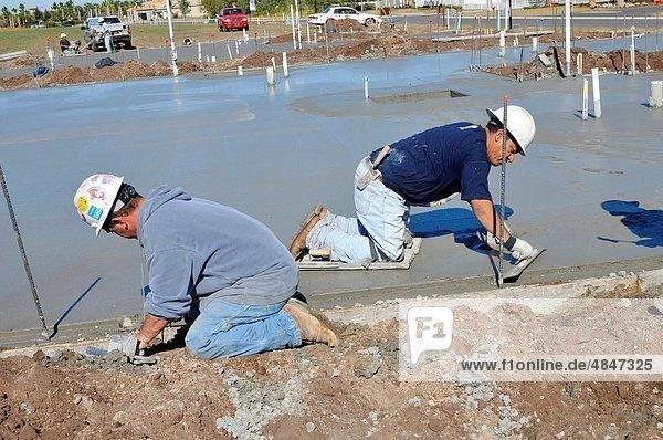 Mörtel bauen arbeiten Boden Fußboden Fußböden Hispanier Ende Eigentumswohnung Maurer Florida Tampa neues Zuhause
