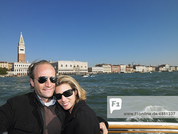 Ehepaar an der Schleuse von Venedig  Italien