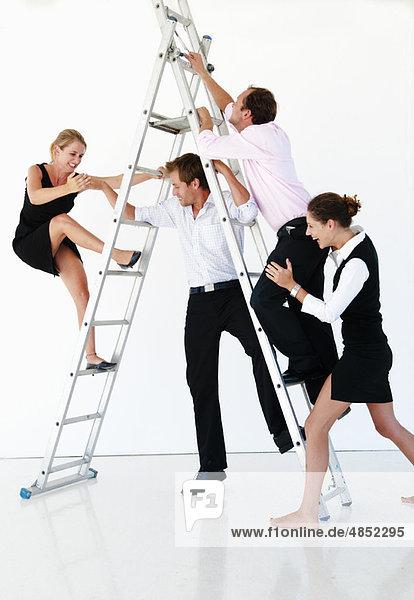 Teamkampf an der Spitze der Leiter