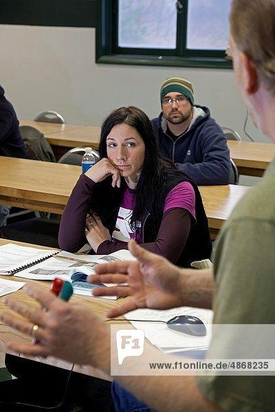 Einkaufszentrum  Technik  Boden  Fußboden  Fußböden  Einheit  Training  lernen  Klassenzimmer  bedecken  Schreiner  Maurer  Lehrling  Michigan  Gewerkschaft